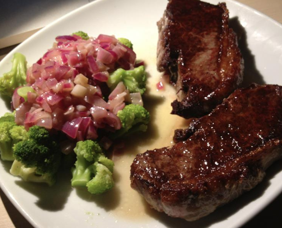 Bøf med brokoli og smørsovs